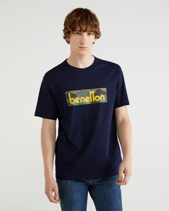 Playera con estampado de logotipo